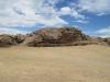 Posvátný kámen Inků (Roca Sagrada) na ostrově Isla del Sol.  Odtud podle legendy vzešel první Inka (Manco Cápac)a později založil město Cusco