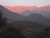 Andské pohoří jak je vidět z předměstí Santiaga