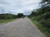 Starší silnice z dob, kdy nebylo dost asfaltu