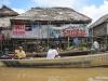 Amazon: Typický dům Peruánců bydlících na břehu, respektive přímo na Amazonce