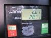 Cena za 20 litrů benzínu je méně než 10 korun