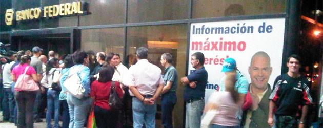 Týden: Osvobození dalších zajatců v Kolumbii a Další padlá banka ve Venzuele