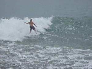 Mompiche: Surfista