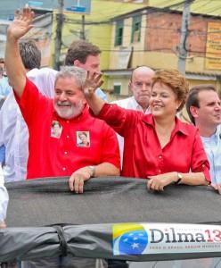 Budoucí brazilská prezidentka Dilma Rousseffová a Luiz Inácio Lula da Silva během volební kampaně