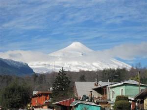 Lyžařské středisko Pucón se nachází na úpatí sopky Villarica. Na její vrchol lze také vyšlápnout a sjet na její úpatí během méně než půl hodiny.